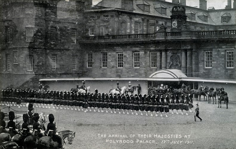 The Arrival of Their Majesties at the Palace of Holyroodhouse, 17 July 1911. © The Royal Collection Trust.